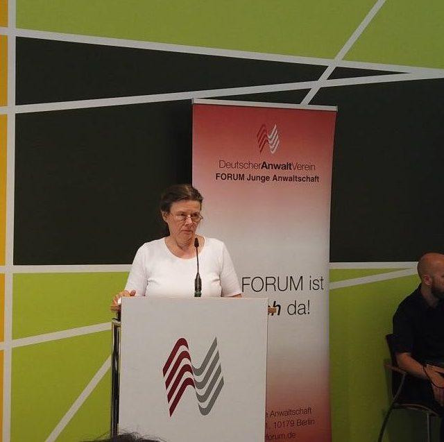 DAV-Präsidentin Edith Kindermann im Interview:<br>Junganwälte brauchen auch technisches Know-how