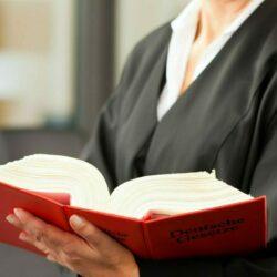 Was ist eine Terminsvertretung und wie kann sie die Anwaltskarriere fördern?
