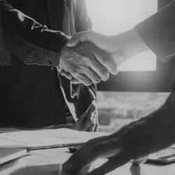 Kurzarbeit und Kündigung von Arbeitsverhältnissen – wie passt das zusammen?